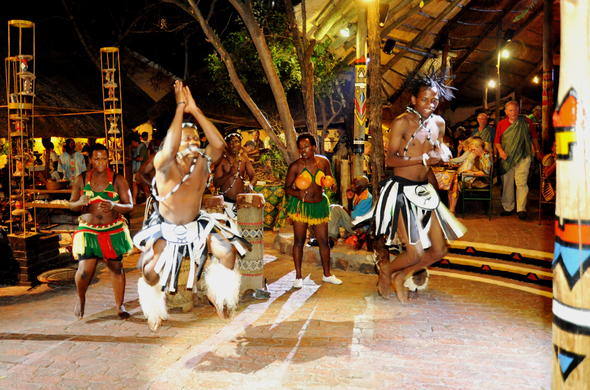 Cultural evening in Victoria falls with drumming, dancing and dinner.